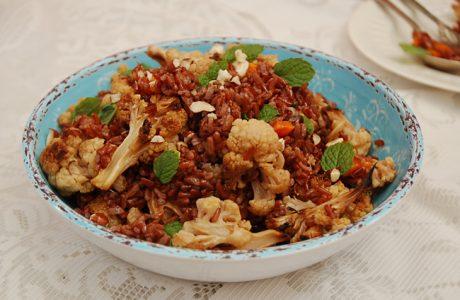 סלט אורז אדום, נענע וירקות צלויים וכמה מילים על הצלת מזון